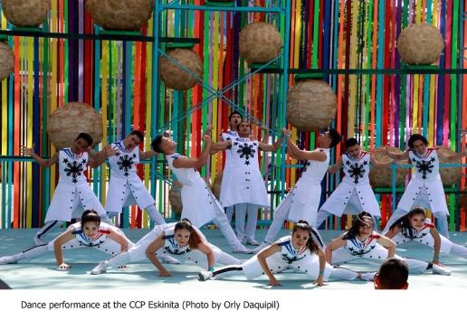 Dance performance @ Eskinita (Photo by Orly Daquipil)